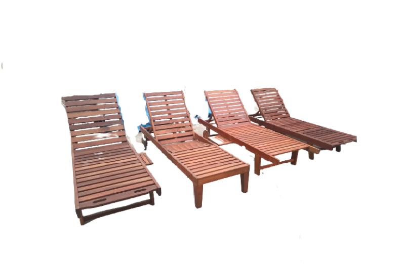 Ghế tắm nắng gỗ cho bể bơi